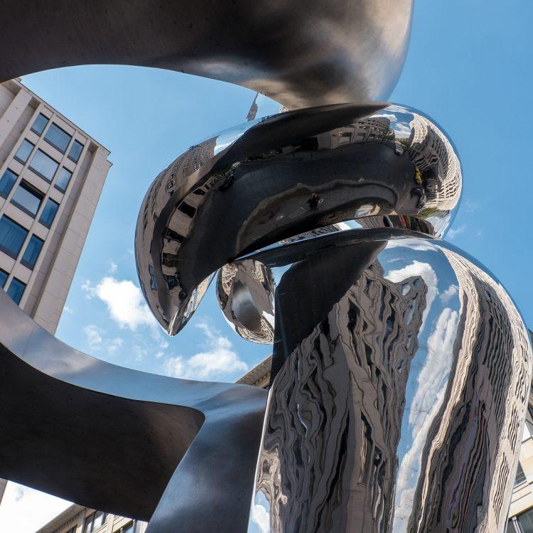 Brunnenskulptur Phönix von Gidon Graetz (2003)