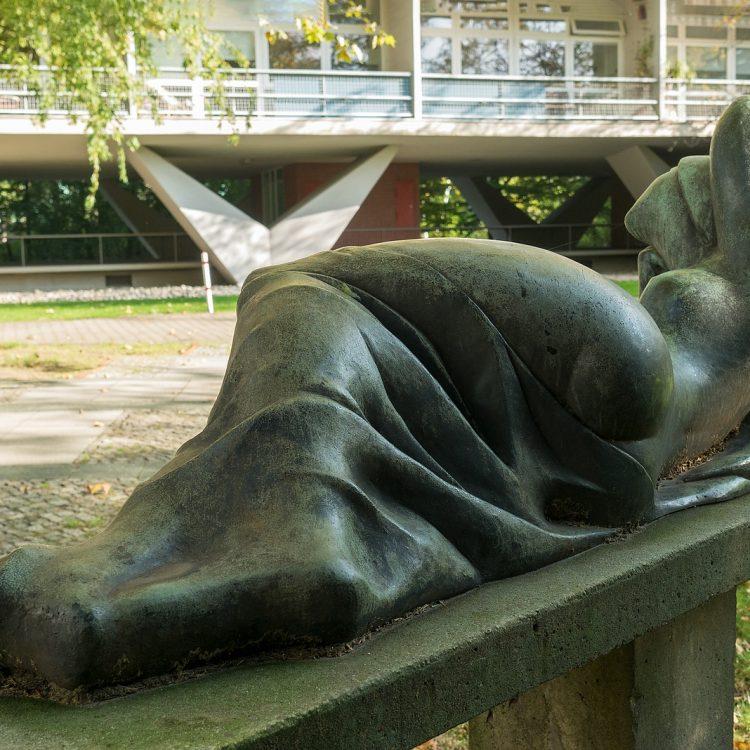 'Die Liegende' von Alfredo Ceschiatti (1958)