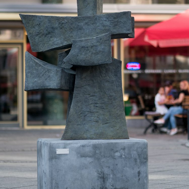 'Götter oder Architekturale Skulptur' von Jacqueline Diffring (2013)