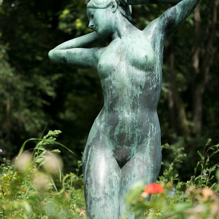 Stadtpark Steglitz Skulptur Erwachendes Mädchen Josef Limburg