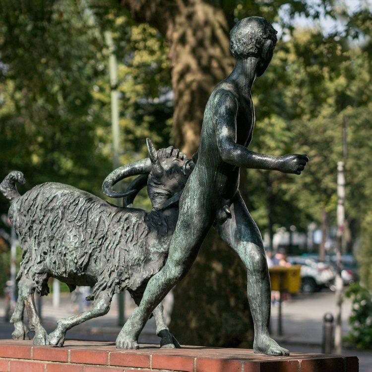 Knabe mit Ziege links von August Kraus (1928)