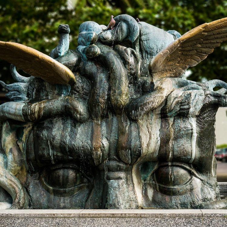 Medusenbrunnen von Anne und Patrick Poirier (1987)