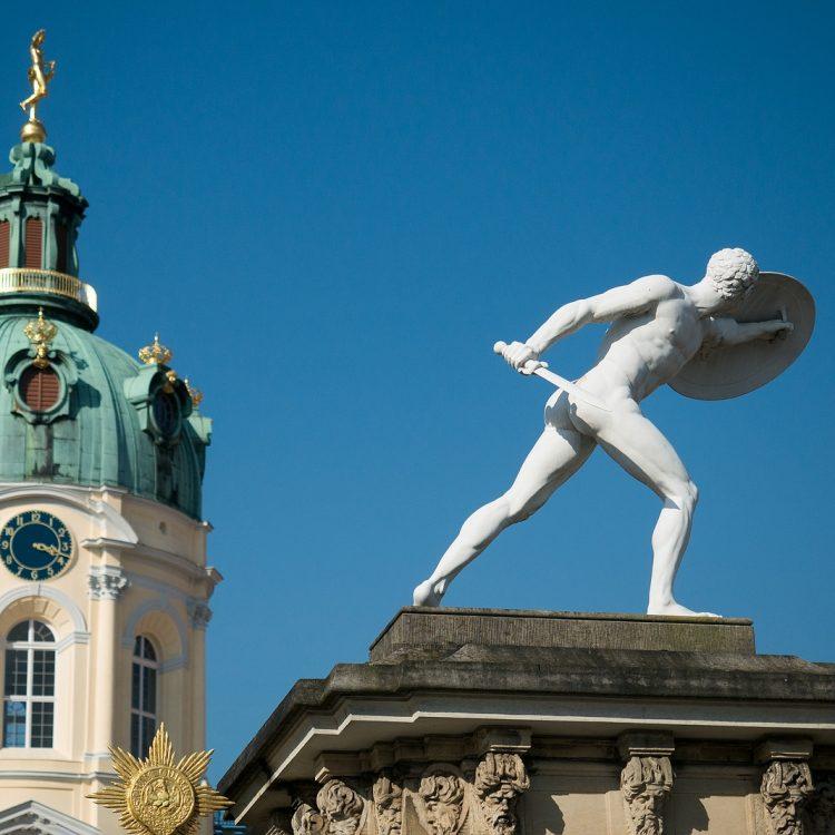 Wächterfigur (Fechter) am Portal des Charlottenburger Schlosses