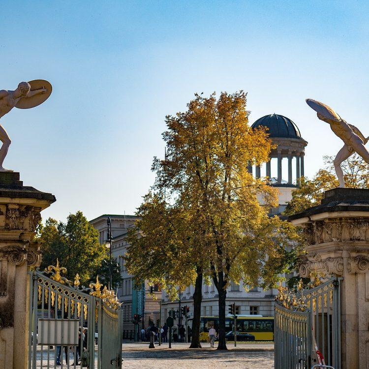 Wächterfiguren (Fechter) am Portal des Charlottenburger Schlosses