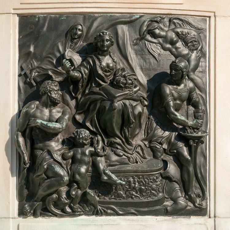 Relief am Reiterstandbild des