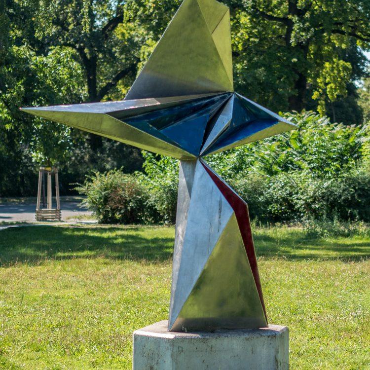 Skulptur mit Kern rot/blau