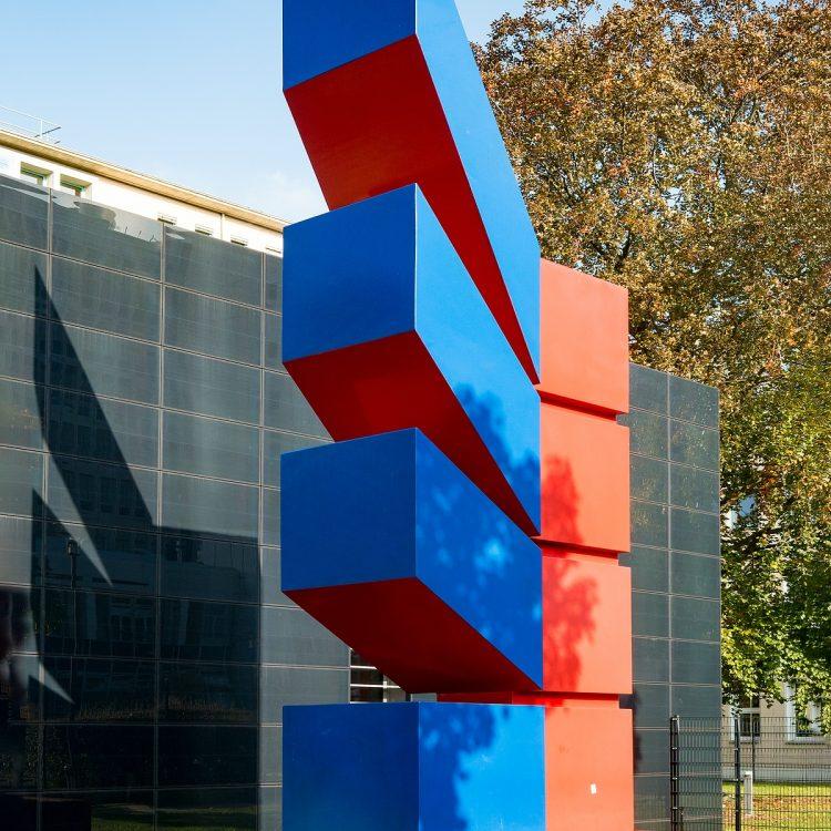 Skulpturengruppe Statdtzeichen von Otto Herbert Hajek (1972-74)