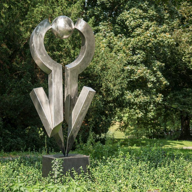 Versuch einer Balance (Tangentiale Berührung) von Volkmar Haase (1990)