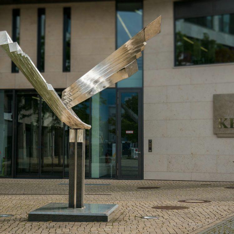 Woge mit gegenläufigen Flügeln von Volkmar Haase
