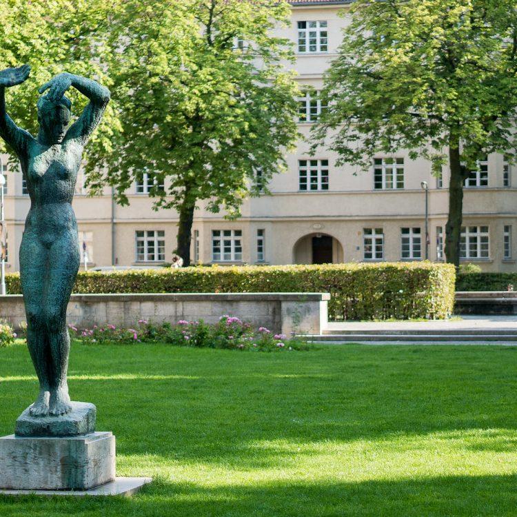 Der Morgen von Georg Kolbe in den Ceciliengärten (1925)