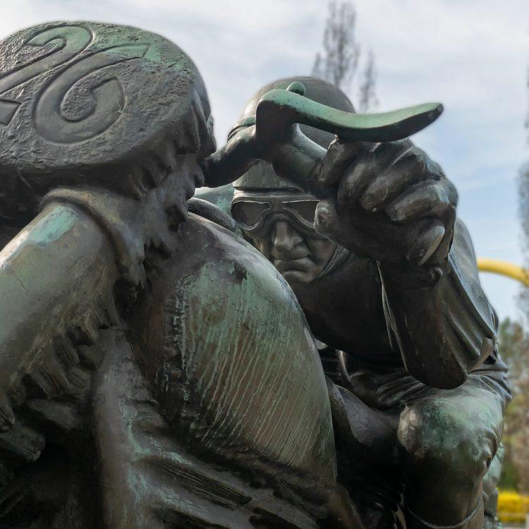 Motorradfahrerdenkmal von Max Esser