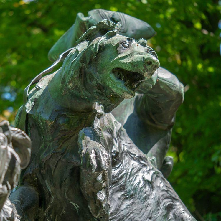Skulpturen im Tiergarten, Hasenhatz zur Rokokozeit von Max Baumbach (1904)