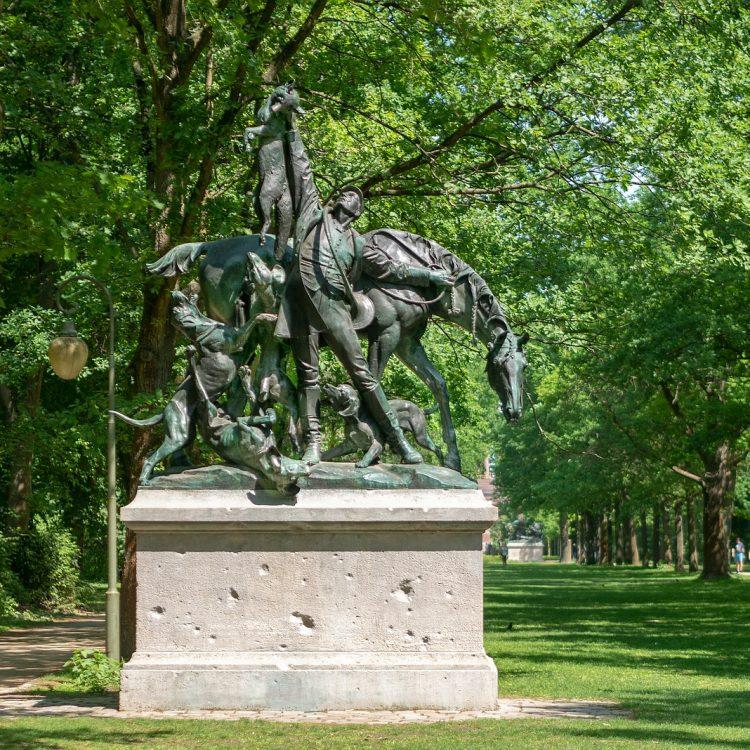 Skulpturen im Tiergarten, Fuchsjagd von Wilhelm Haverkamp (1904)