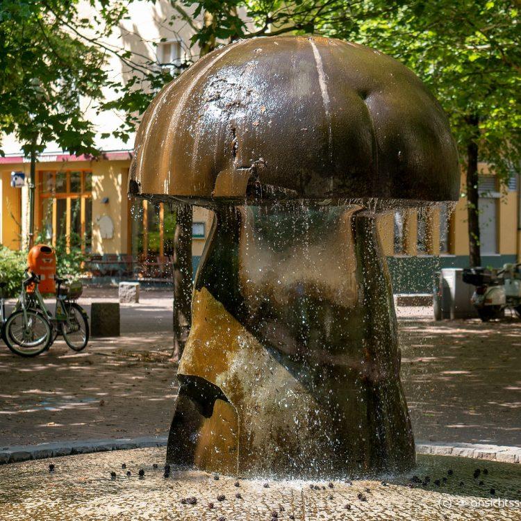 Pilzbrunnen am Leon-Jessel-Platz von Emanuel Scharfenberg