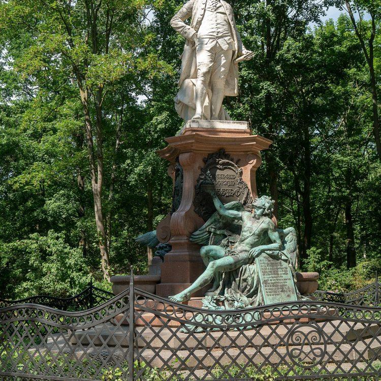 Lessing-Denkmal im Tiergarten.
