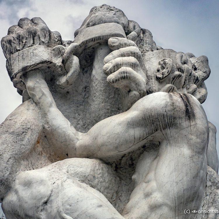 Statue 'Die starke Linke' von Alfred Hrdlicka (1981)