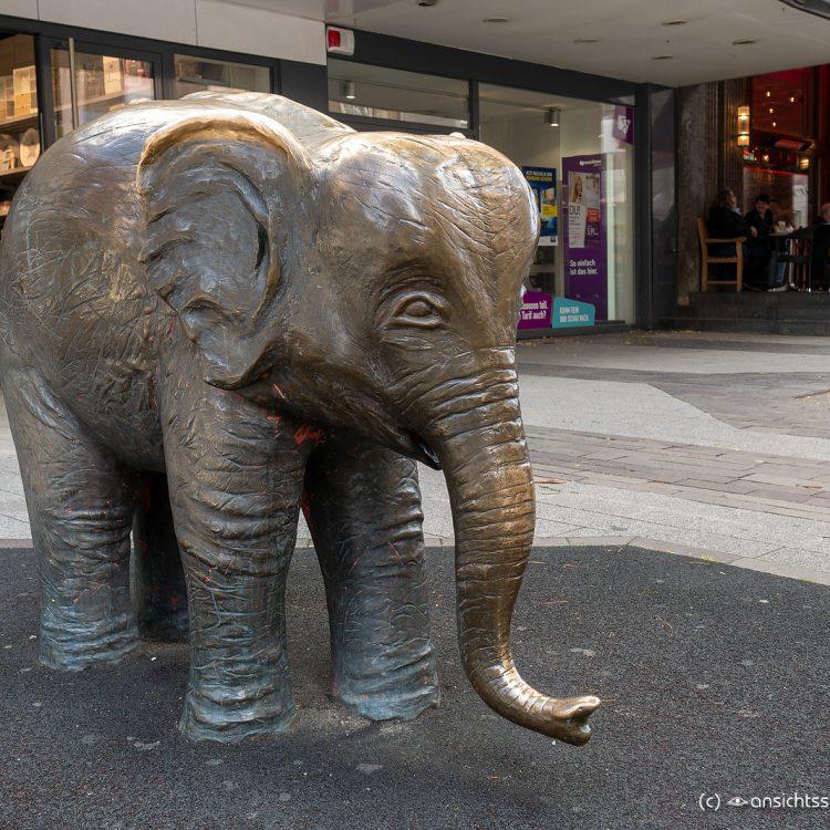 Bronzeelefant 'Tuffi' von Reinhold Baron (1992)