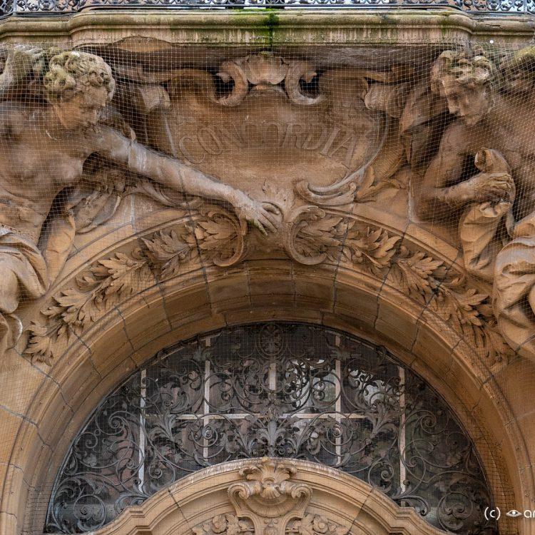 Skulpturen am Eingang des Hauses Concordia im Werth (1909)