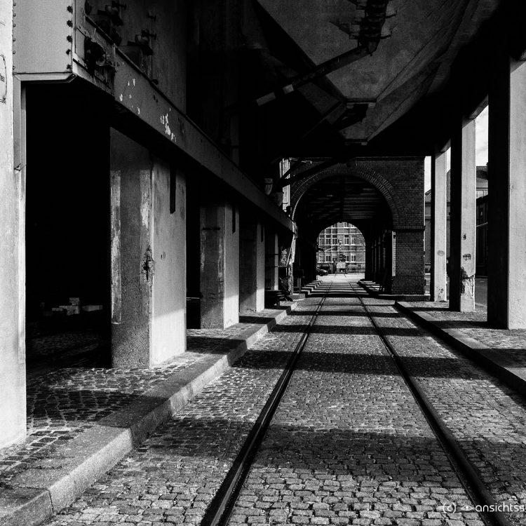 Gleise in der alten Schultheiss-Malzfabrik.