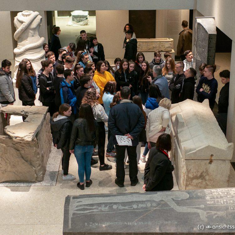 Neues Museum Besuchergruppe