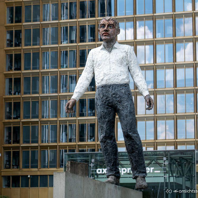 Balanceakt von Stephan Balkenhol (2009)