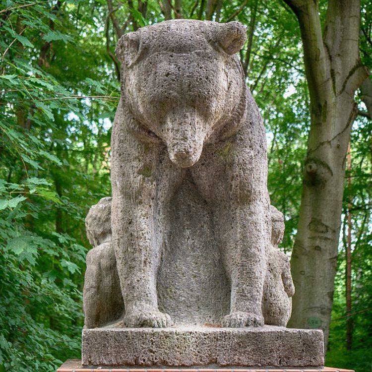Bären aus Muschelkalk von Herrmann Joachim Pagels (1920er Jahre)