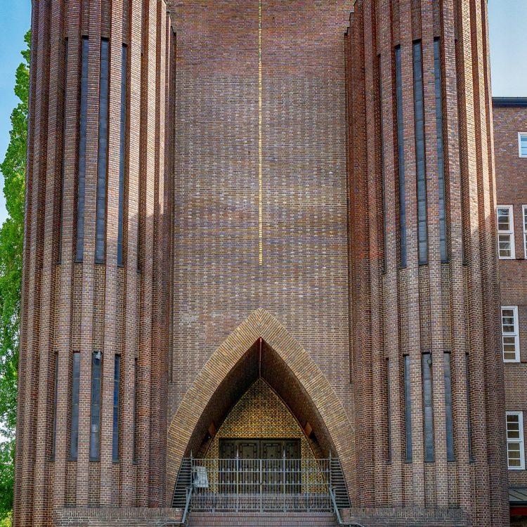 Backsteinexpressionismus, Kirche am Hohenzollernplatz