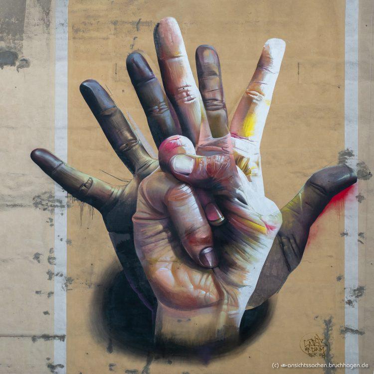Mural 'Hände' in Berlin-Mitte