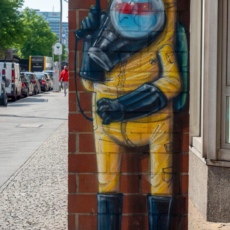 Mural von Cranio (Taucher) in der Bülowstraße